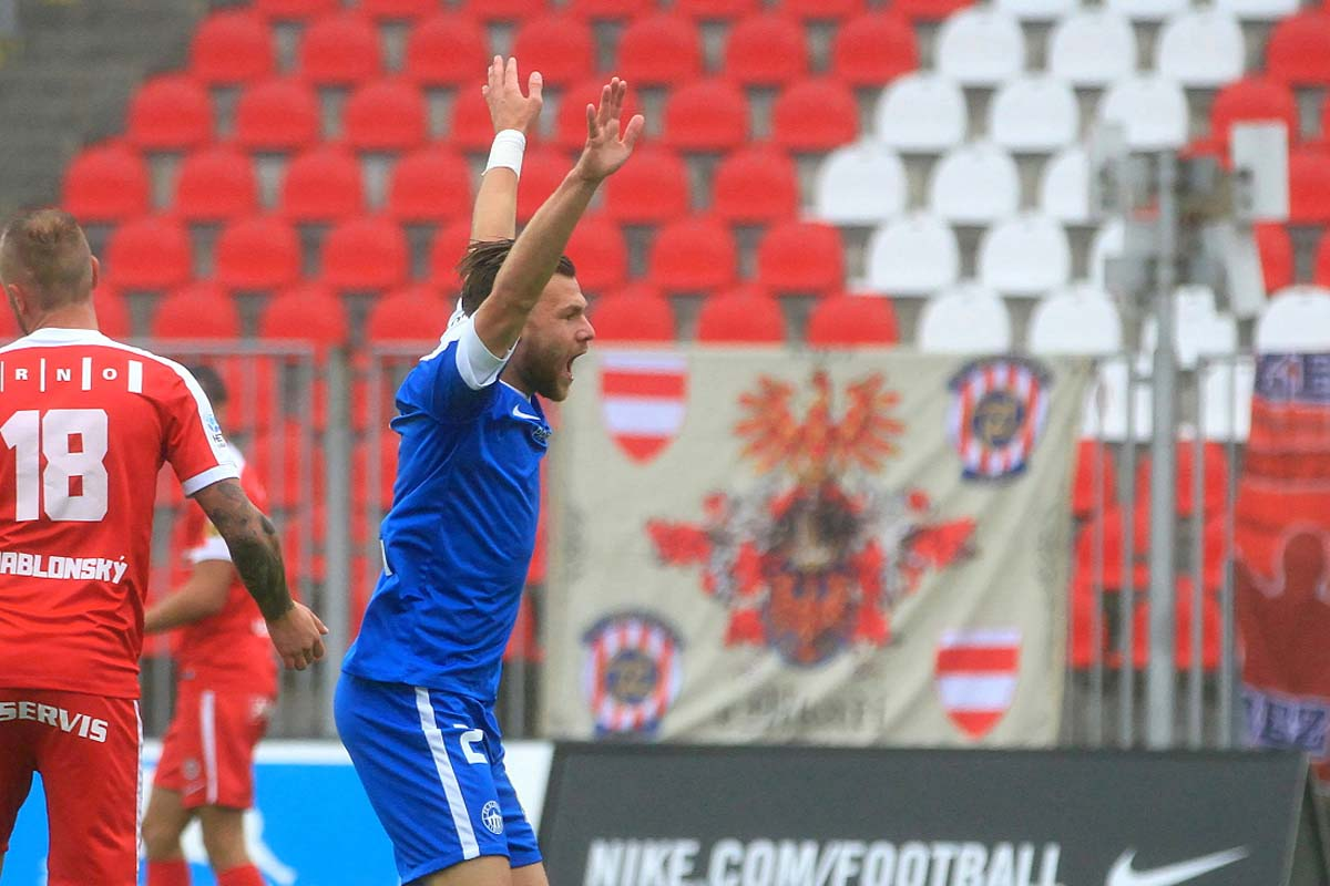 Slovan schlägt Brno, dank eines spektakulären Tores von Potočný