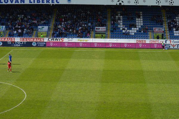 Fotbal Slavia Pinterest: FC Slovan Liberec Nabízí K Odprodeji Otočný Reklamní